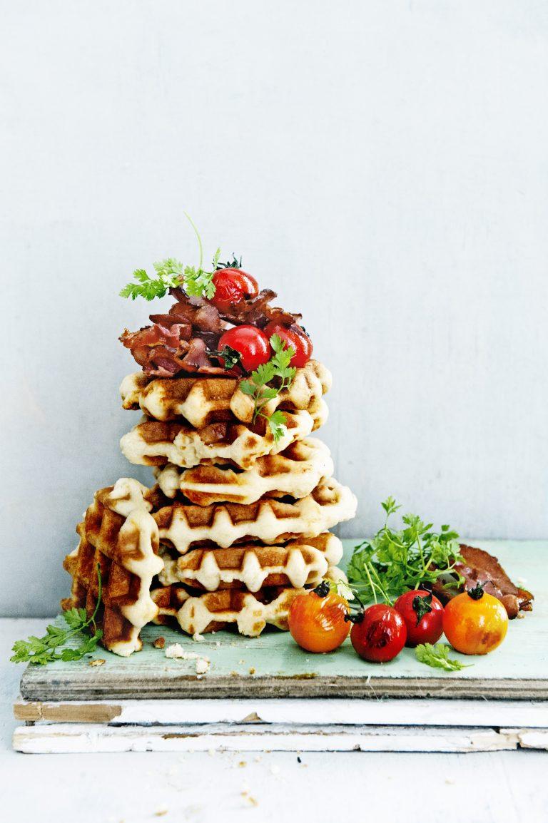 hartige wafels met bacon en tomaatjes