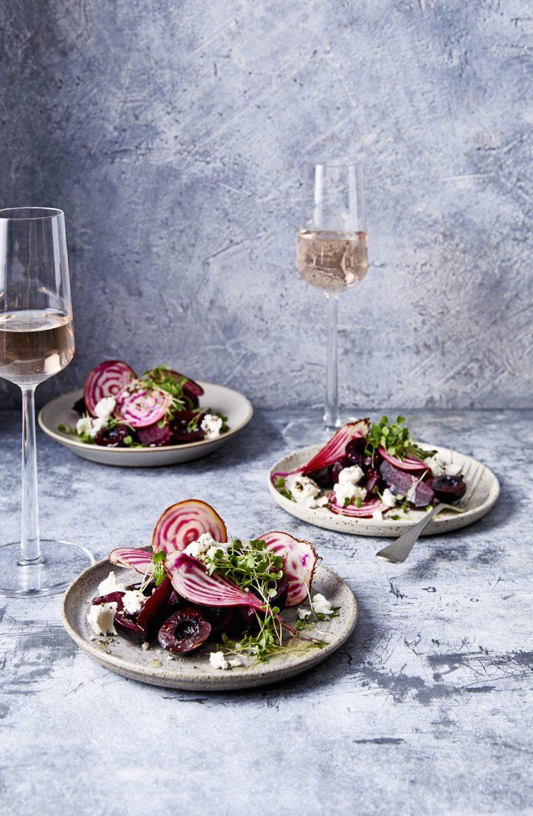 salade met frisse kersen, biet en geitenkaas