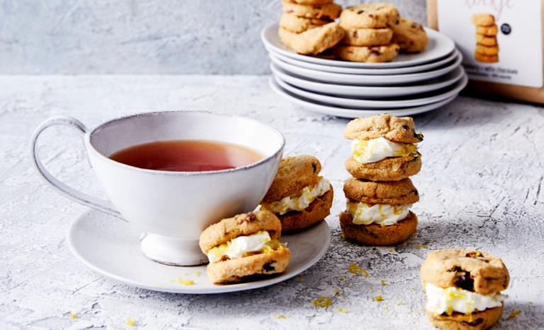 delicious. koekjes cranberry + witte chocolade met citroencrème