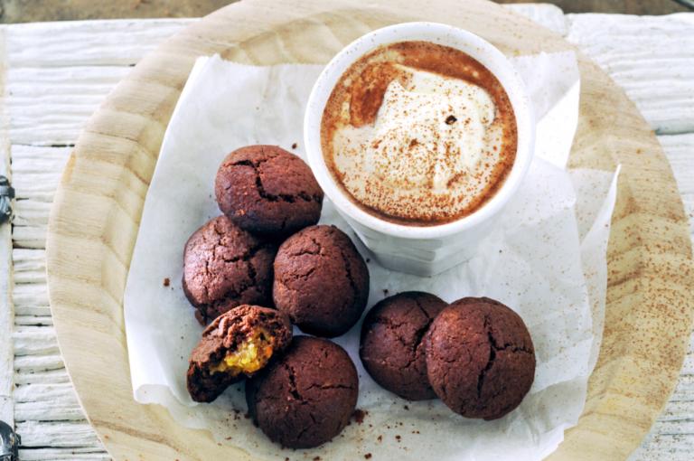 kruidnoten met chocolade en marsepein