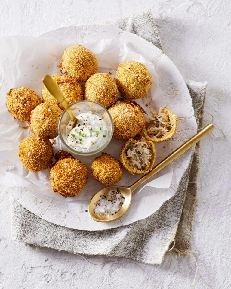 krab-bitterballen met dille crème fraiche