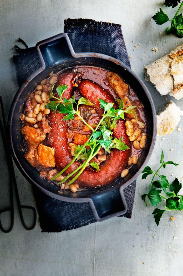 stoofschotel met bonen en rookworst