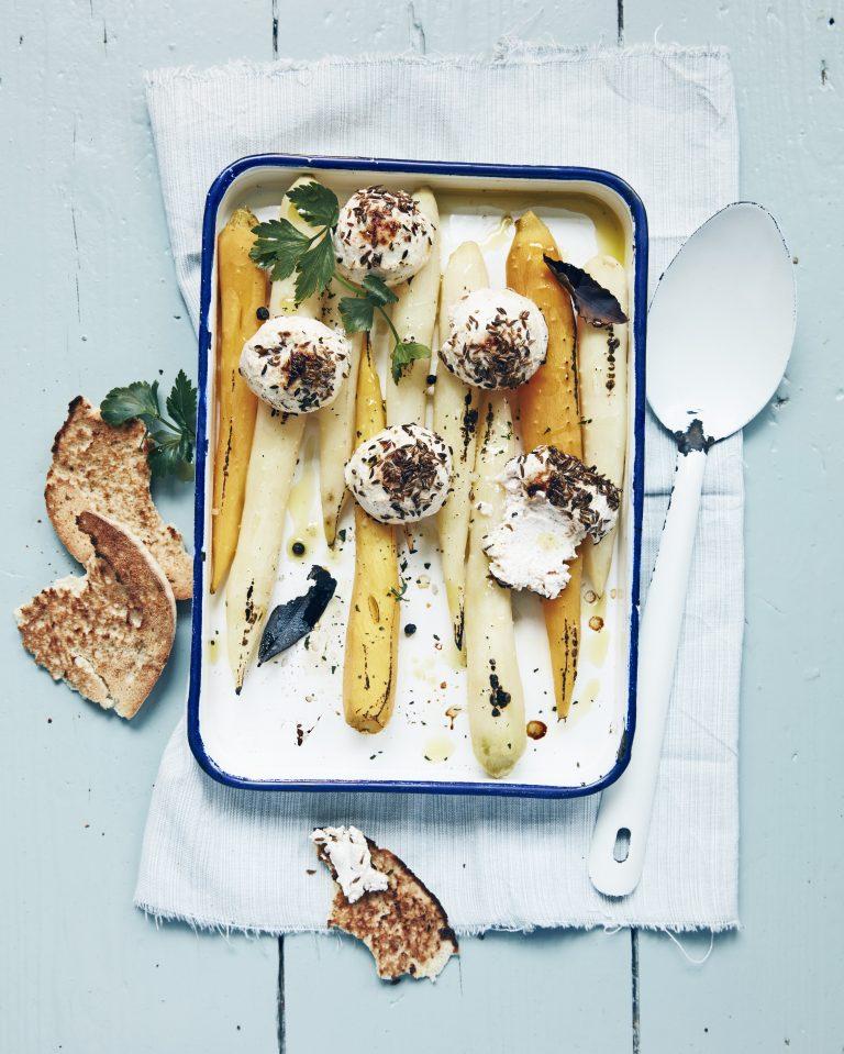 gegratineerde kaasjes op gepekelde worteltjes