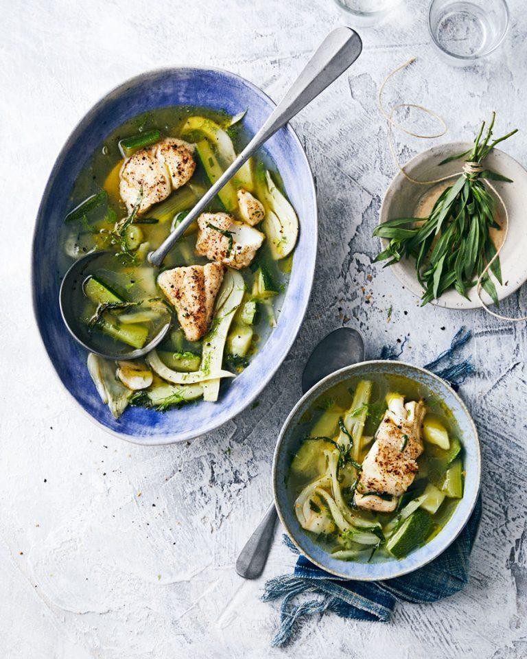 groene vissoep met in knoflookboter gebakken wijting