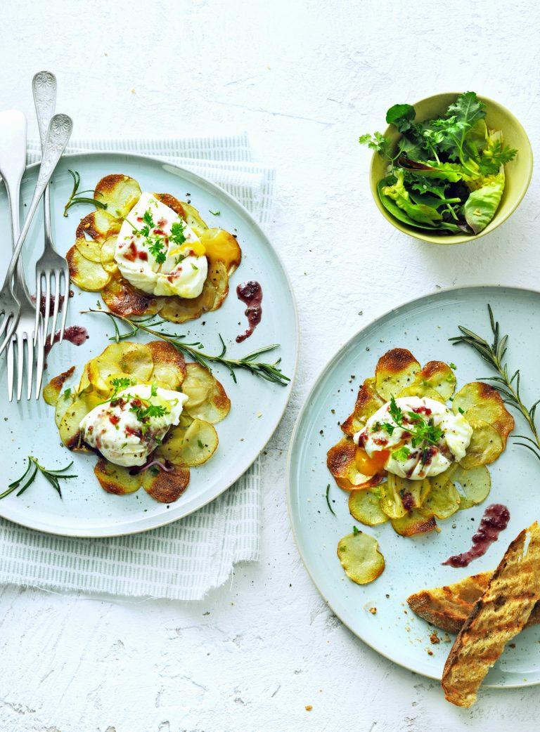 gepocheerd ganzenei met rodewijnsaus& krokante aardappel