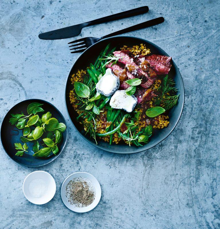 freekeh salade met biefstuk en geitenkaas | delicious