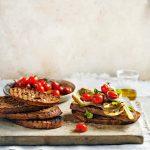 bruschetta met artisjok en tomaat | delicious