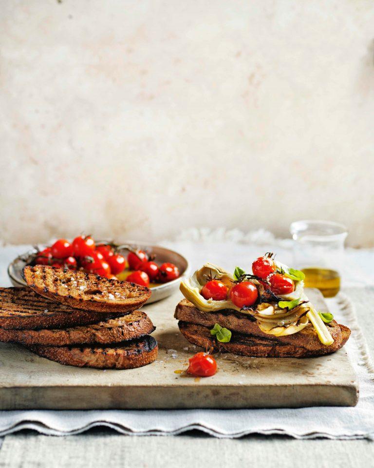 bruschetta met artisjok en tomaat   delicious