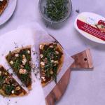 naanpizza met muhammara | delicious