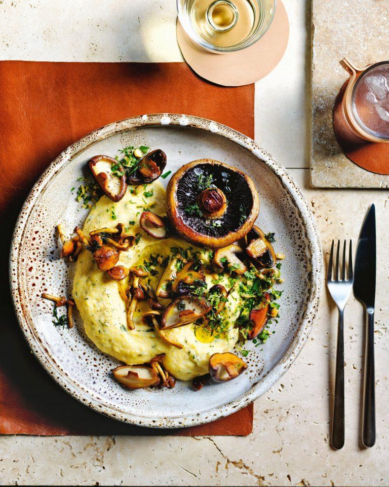 romige polenta met paddestoelen en tijm | delicious