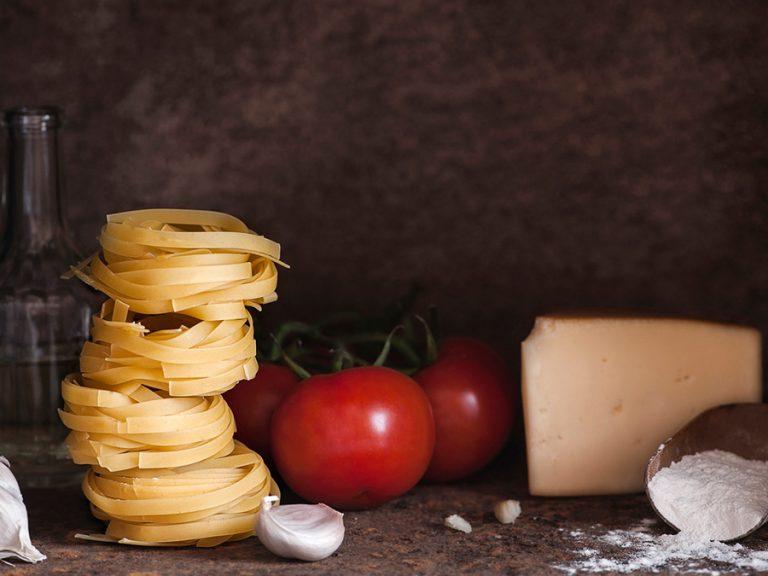 Deze 10 ingrediënten zou íedereen in z'n voorraadkast moeten hebben