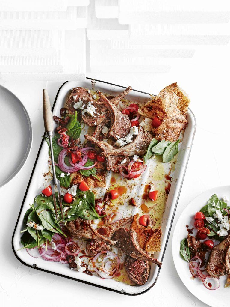 lamskoteletjes met za'atar, fattoush & spinazie-dadelsalade