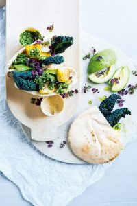 pitabroodjes met kool, avocado en salsa | delicious