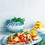 spaanse bonensalade met garnalen en chorizo   delicious