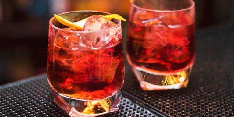 Een oude Italiaanse klassieker: de milano-torino cocktail