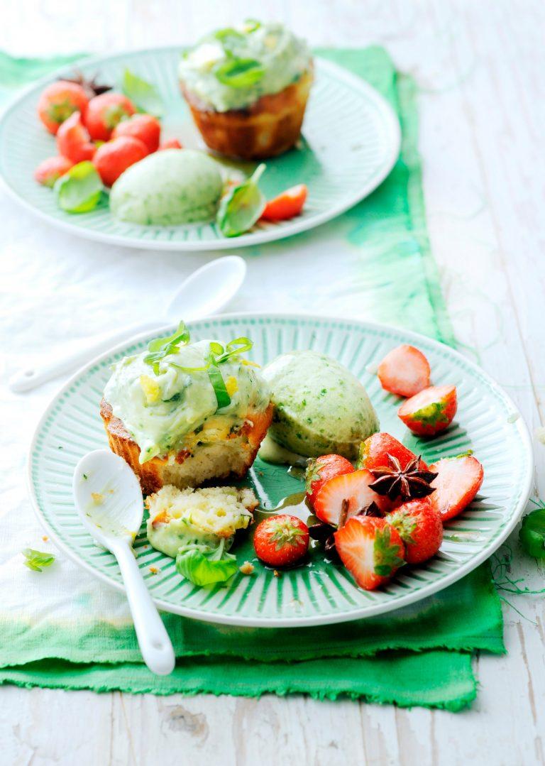 courgettecakjes met basiliciumsorbet en aardbeien | delicious