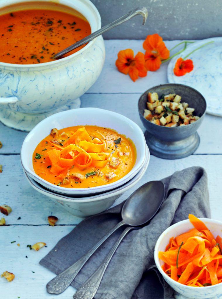 wortelsoep en dragonknoflookcroutons | delicious