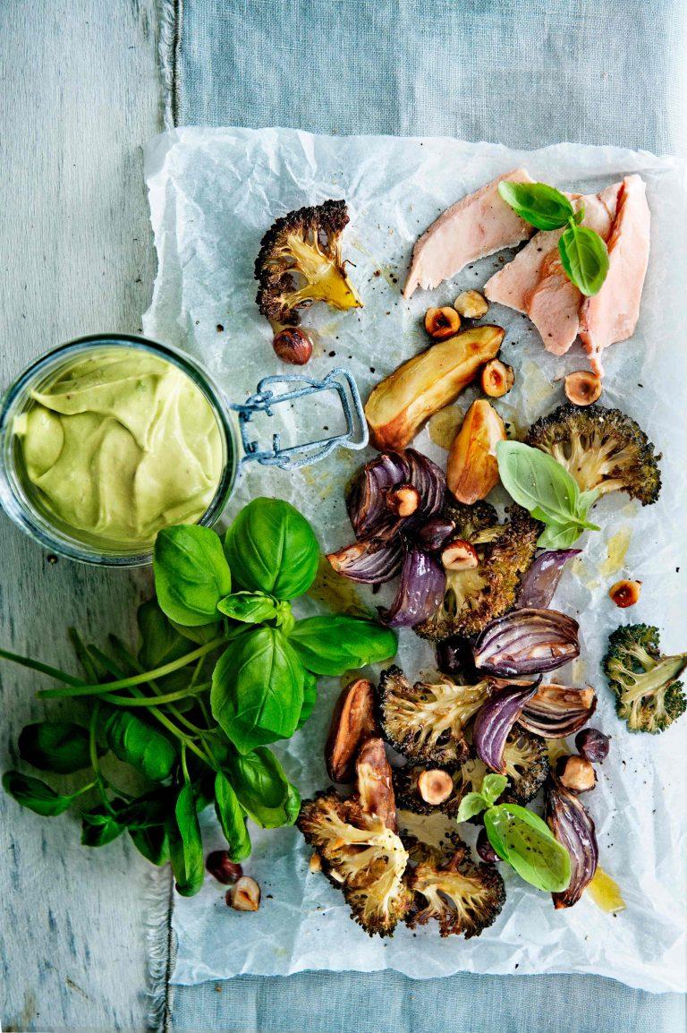 botermalse zalm met avocado-caesarsaus