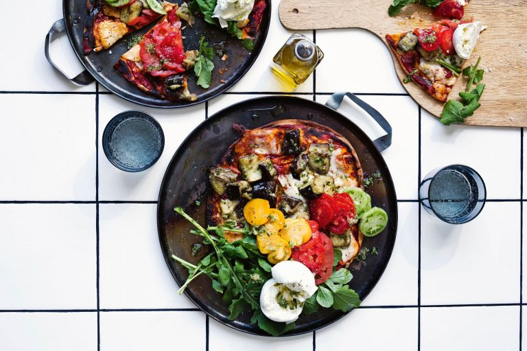 snelle pizza met aubergine en knoflook