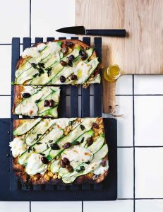 gegrilde pizza met courgette en geitenkaas - delicious