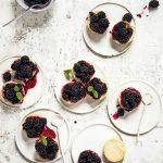 cheesecakejes met gemarineerde bramen   delicious