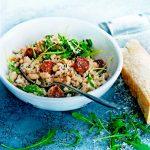 cannellinirisotto met rucola en saucijs | delicious