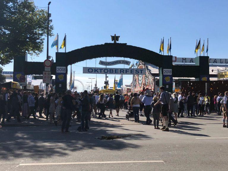 Het Oktoberfest is hét volksfeest van München (en zo ziet het eruit)