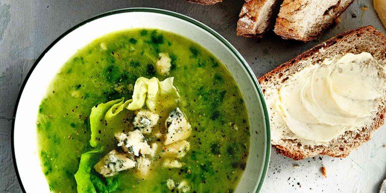 soep van prei en sla met blauwaderkaas