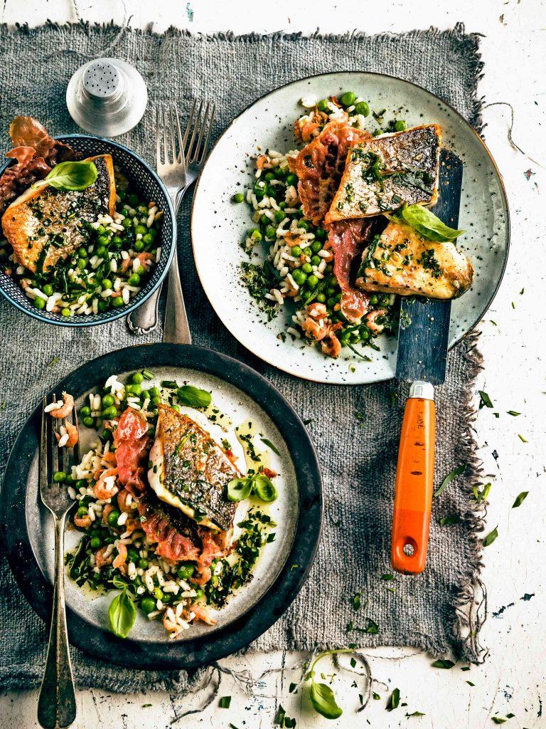 gebakken zeebaars met garnalen-rijstsalade