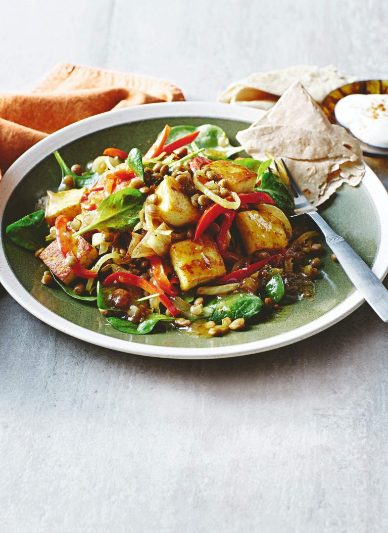 salade met paneer, linzen en mangochutney