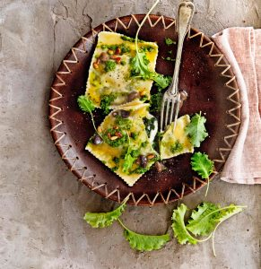 quadroni met burrata en boerenkoolpesto | delicious