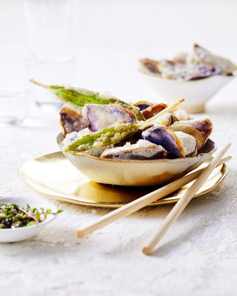 truffelaardappel tempura met walnoten kruidendip   delicious