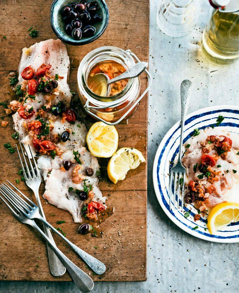 dungesneden zeebaars met gekonfijte tomaat en pancettavinaigrette