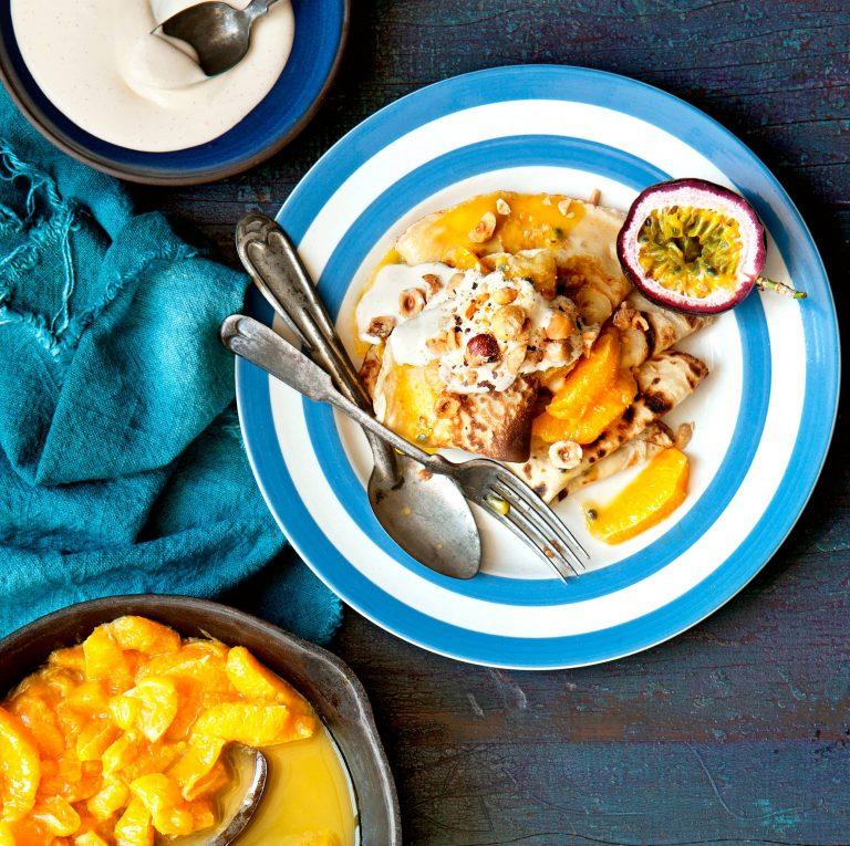 crêpes met sinaasappel-passievruchtcompote