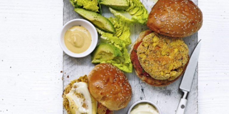 vegan polentaburgers met maïs en zoete aardappels