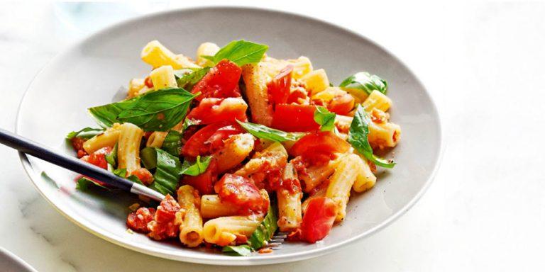 rigatoni met tomatenmacadamiapesto