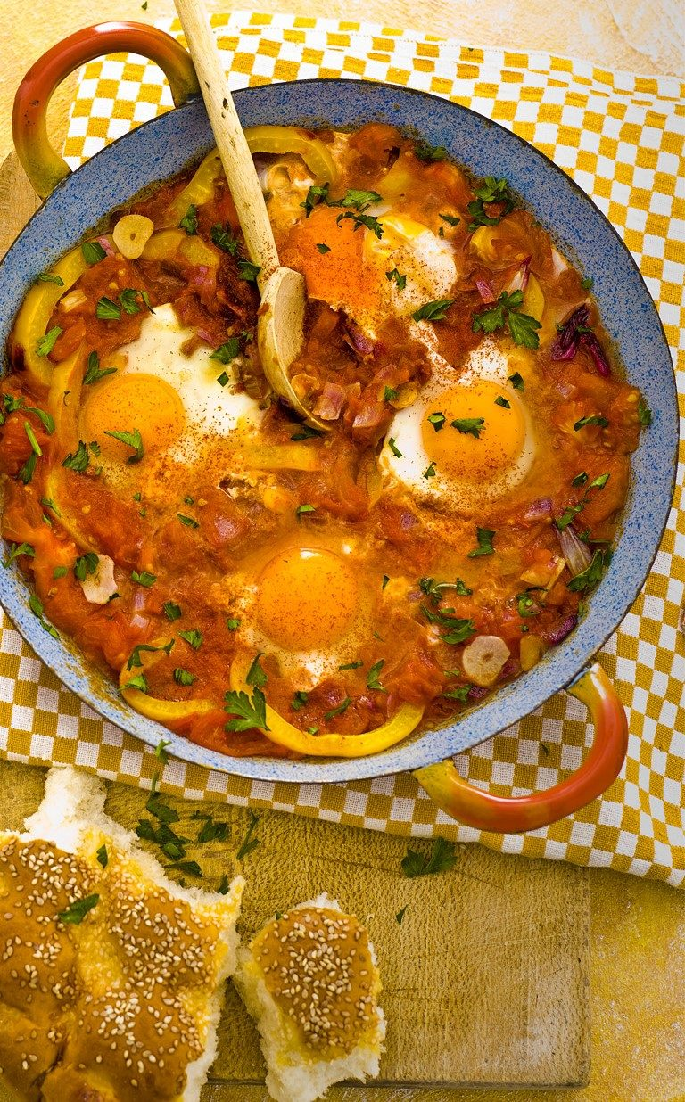 marokkaanse eieren in paprikasaus | delicious