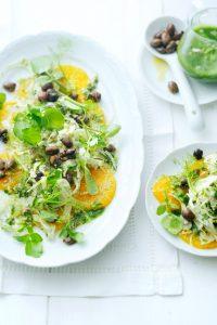 sinaasappel-venkelsalade met zwarte olijven en waterkersdressing | delicious