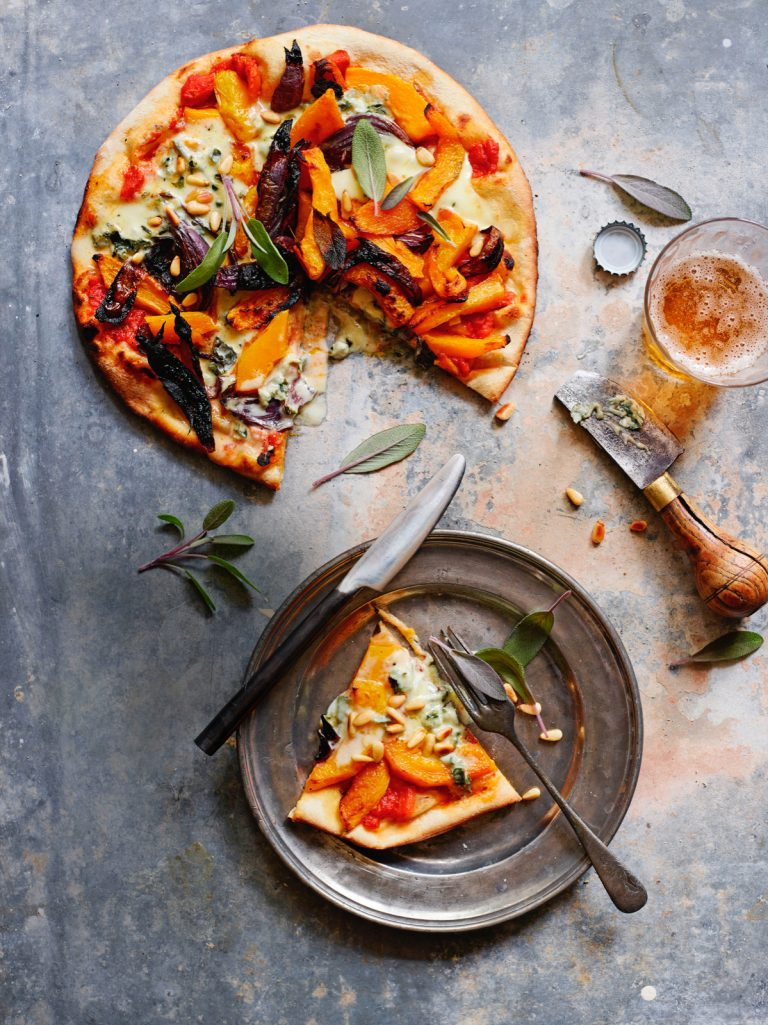 pizza met blauwe kaas en pompoen