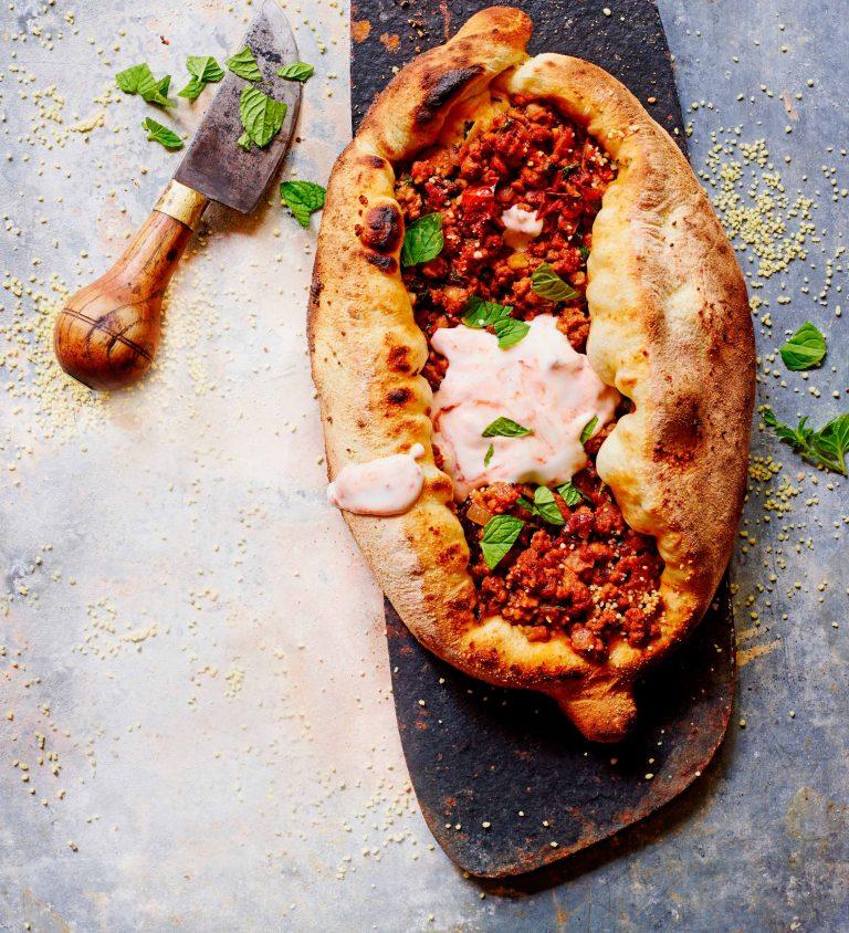 pizza met lamsgehakt, komijn & couscous