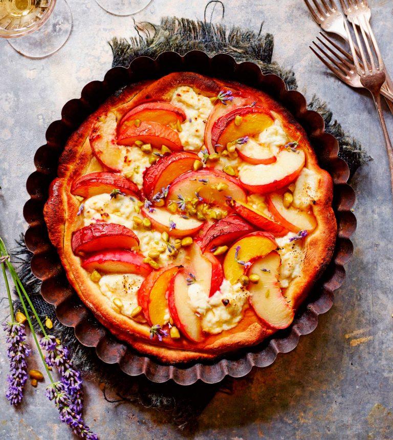 pizza met perzik en geitenkwark