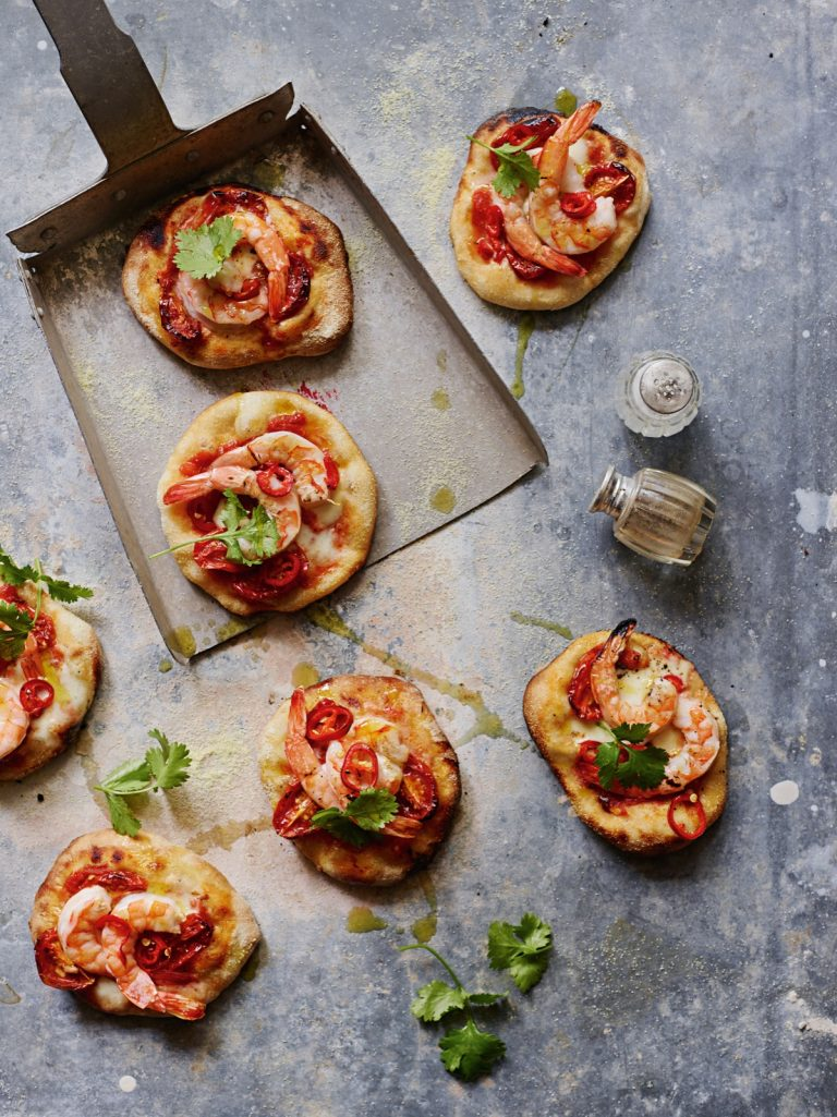 pittige mini-pizza's met garnalen