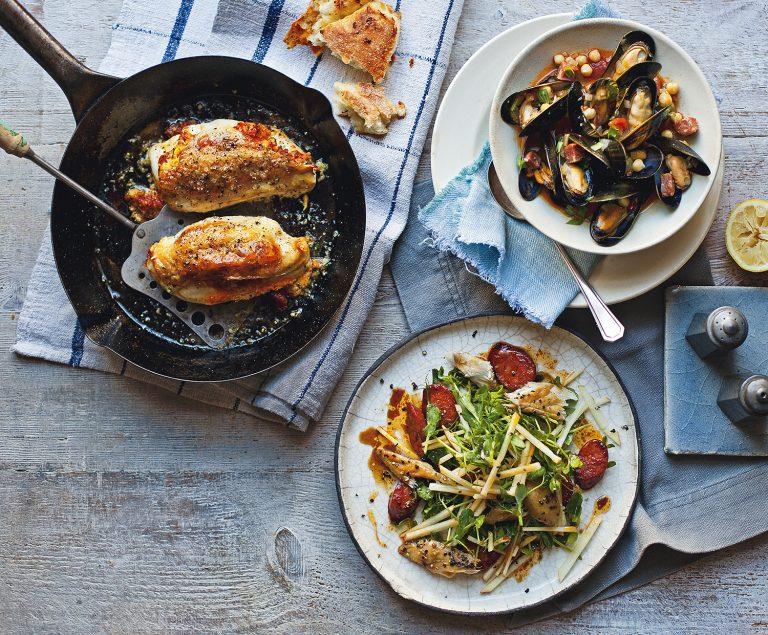 salade met warmgerookte makreel, appel en chorizo