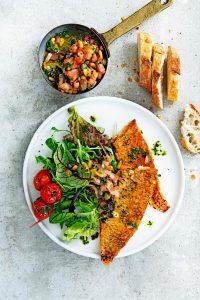 Salade met geroosterde vis en antiboise - delicious