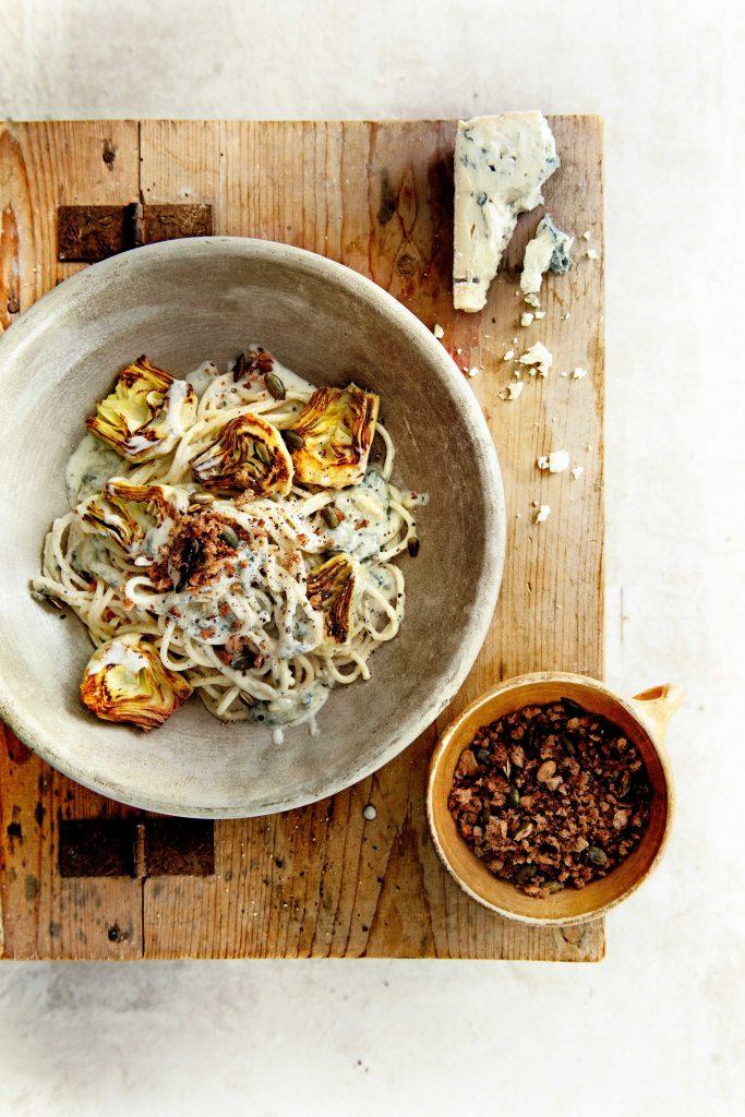 Spaghetti met artisjok, gorgonzola en krokante pompoenpitten - delicious