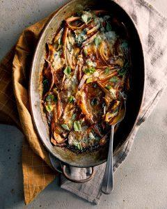 gratin van sjalotten met px sherry, oregano en paprikaknoflookboter
