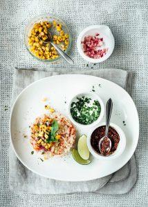 tartare van krab en mais met mole & koriander - delicious