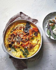 Romige polenta met Parmezaanse kaas, geroosterde pompoen en paddenstoelen-Uit de Oven-delicious