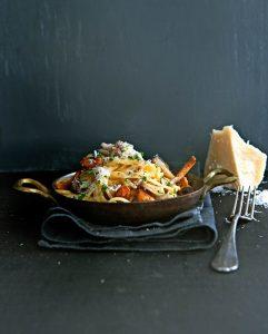 snelle pasta carbonara met paddenstoelen - delicious
