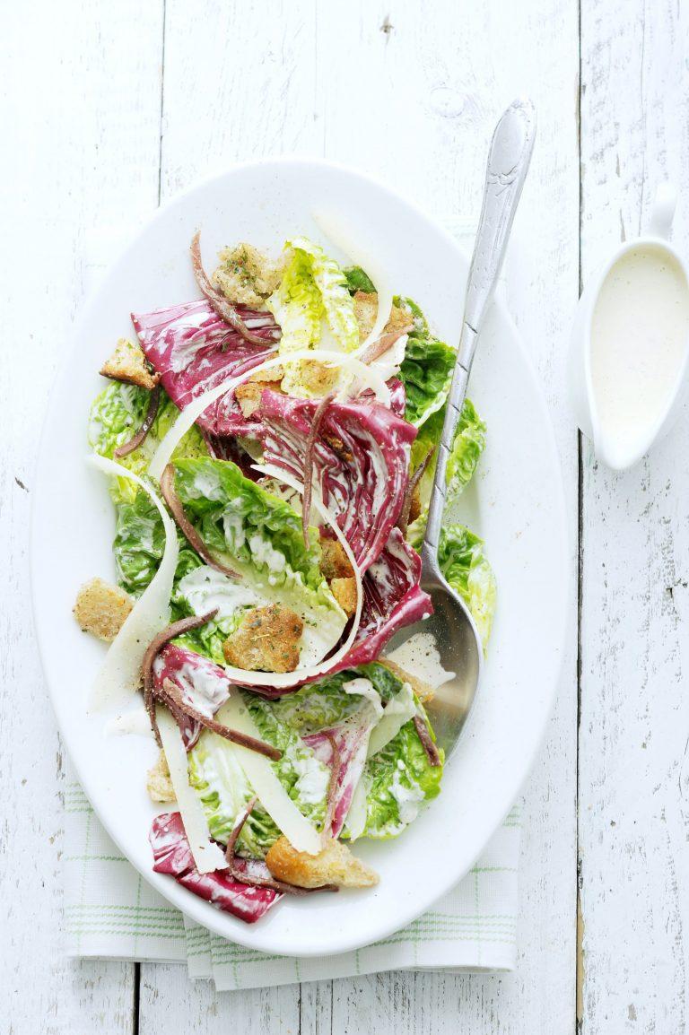 knapperige salade met asperges en ansjovis - delicious